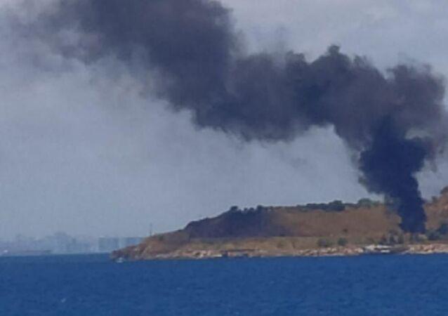 Kınalıada'da hurdalık alanda yangın