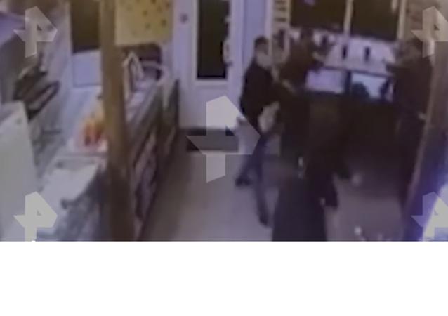 Moskova'daki restoranda yaşanan kavga böyle görüntülendi