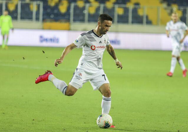 Süper Lig'in 34. haftasında Beşiktaş, Gençlerbirliği'ni 3-0 mağlup etti. Deneyimli futbolcu Gökhan Gönül ise takımla son maçına çıktı.