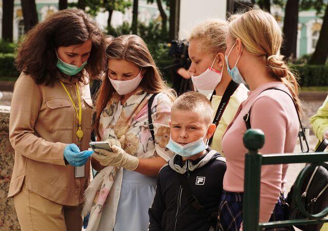 St. Petersburg - maske - kovid-19 - koronavirüs