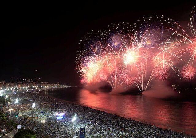 Brezilya'nın Copacabana Plajı'ndaki dünyaca ünlü yılbaşı partisi