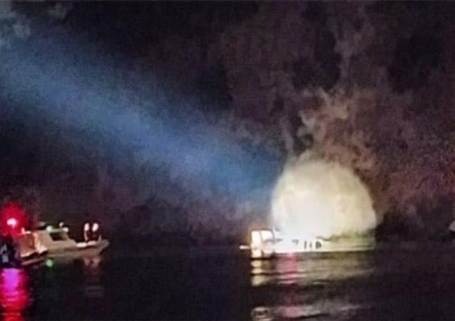 Heybeliada açıklarında batan teknedeki 27 kişi,Sahil Güvenlik ve Deniz Polisi arama-kurtarma ekiplerince kurtarıldı.