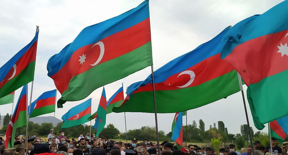 Azerbaycan-Ermenistan arasında çatışmalarda ölen Azeri asker için cenaze töreni