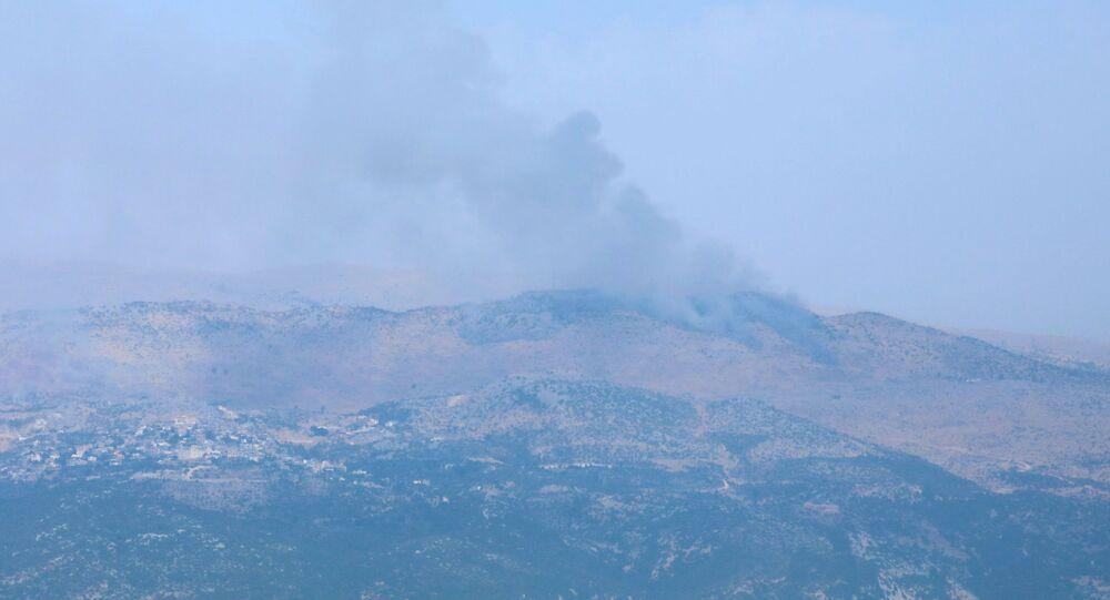 Lübnan'ın güneyindeki Marcayun köyünden gözüken Şeba Çiftlikleri bölgesinden yükselen dumanlar