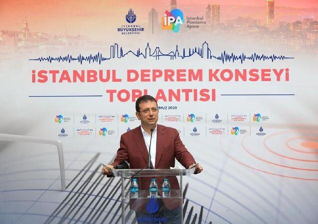 İstanbul Büyükşehir Belediye (İBB) Başkanı Ekrem İmamoğlu, İstanbul Deprem Konseyi'nin yürüttüğü çalışmaları hakkında bilgi vermek için düzenlenen toplantıya katıldı