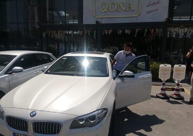 Öğretmen, öğrencisine verdiği sözü tuttu: YKS'de birinci olan öğrencisine otomobilini hediye etti