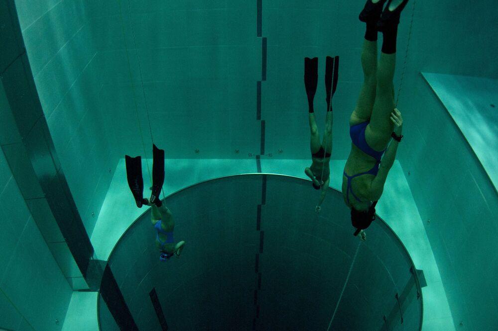 İtalya'nın Montegrotto Terme kentinde  bulunan Hotel Terme Millepini'de dünyanın en derin yüzme havuzu yer alıyor. 42 metre derinliğinde 21'e 18 metre genişliğinde, Y-40 The Deep Joy adındaki havuzun içi kaplıca suyuyla dolu. Tasarımcısı Emanuele Boaretto bu durumun havuz suyunu 32-34 derece arasında sabit tuttuğunu söylüyor. Bütün yıl açık olan havuzda scuba ve profesyonel dalış yapılıyor.