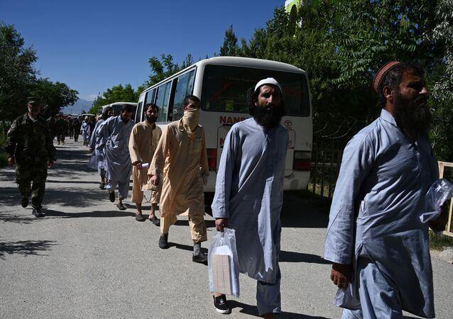 Barış süreci kapsamında serbest bırakılan Afgan Taliban mahkumları