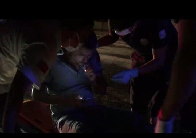 Trafik kazasında araç içinde sıkışan sürücü, itfaiye ve 112 ekiplerinden sigara molası istedi