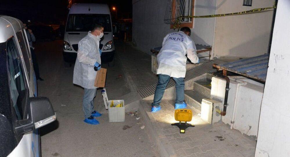 Kahramanmaraş'ta Selahattin A. ,eşinin eski erkek arkadaşı Mehmet Ç.'yi  pompalı tüfekle vurdu. Göğsune isabet eden saçmalarla ağır yaralanan Mehmet Ç. hastaneye kaldırılırken, Selahattin A. ise polis tarafından olayda kullandığı silahla gözaltına alındı