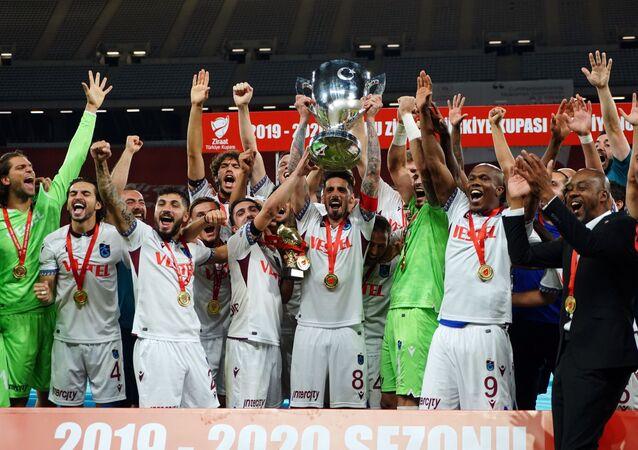 Ziraat Türkiye Kupası finalinde Aytemiz Alanyaspor'u 2-0 yenen Trabzonspor, kupayı kazandı.