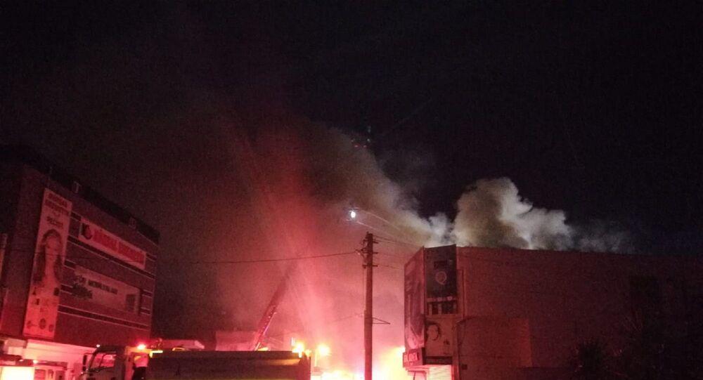 Kozmetik ürünler satan iş yerindeki yangın bitişikteki 5 dükkana sıçradı