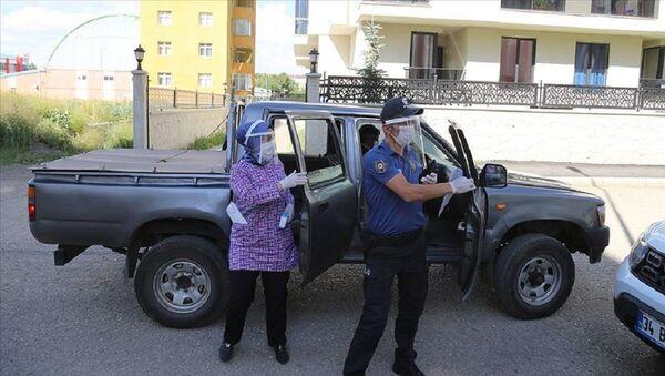 Erzurum'da Kovid-19 ile mücadele için kurulan 'çat kapı' ekibi  - Sputnik Türkiye