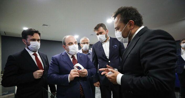Sanayi ve Teknoloji Bakanı Mustafa Varank, Savunma Teknolojileri Mühendislik ve Ticaret AŞ (STM) ana yükleniciliğinde Mahrek Teknoloji ile kelepçeleri üreten ve Bilişim Vadisi'nde faaliyetlerini sürdüren Ortem firmasını ziyaret etti.