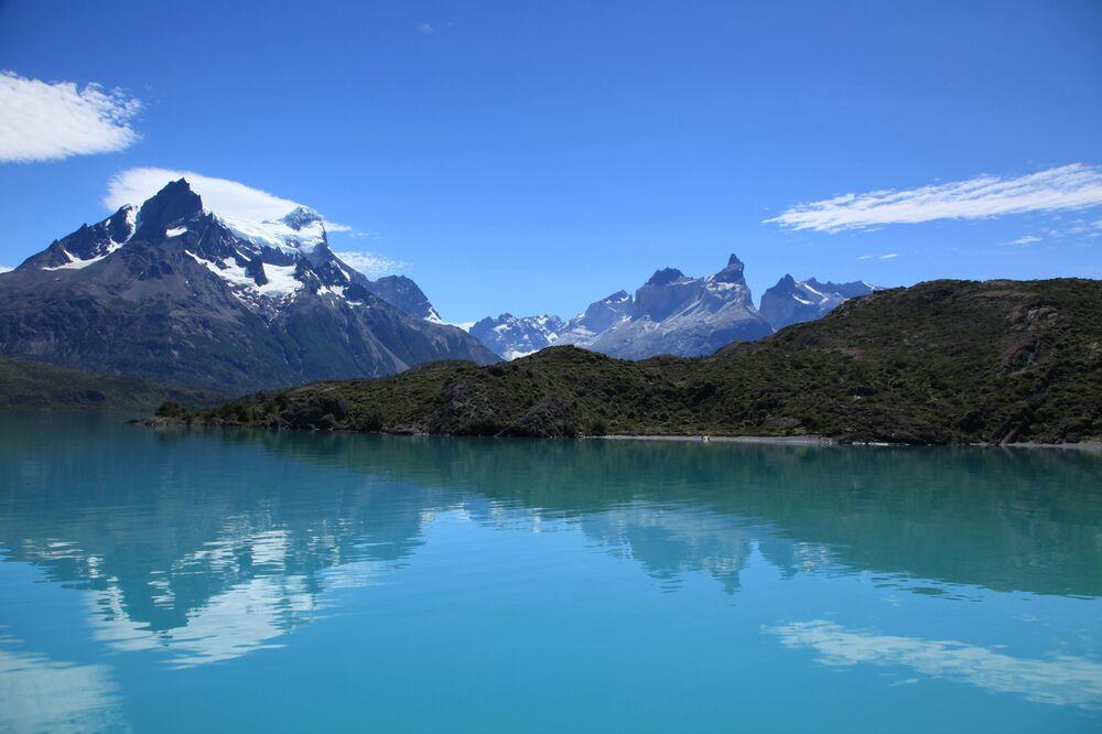 Etkileyici tabiatıyla Şili Patagonyası ülkenin dünyaca tanınan en önemli turizm bölgesi. Güney kutbuna doğru uzanan And Dağları ile Büyük Okyanus arasındaki bölge, adeta dünyanın sınırlarına dayanmış olma hissini uyandırıyor. Şili Patagonyası kuzeydeki Aisen ve güneydeki Magallanes olarak iki alt bölgeye ayrılıyor. Magallanes, benzersiz Torres del Paine (Paine Kuleleri) Ulusal Parkı'na da ev sahipliği yapıyor.  Bu parkta  güzelliğiyle büyüleyen Pehoe Gölü yer alıyor.