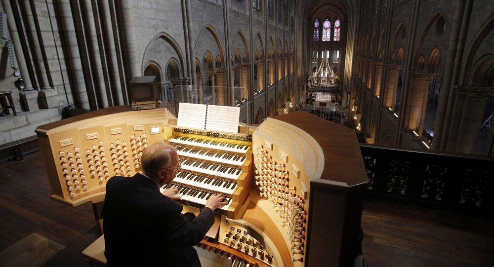 Notre Dame Katedrali'ndeki org
