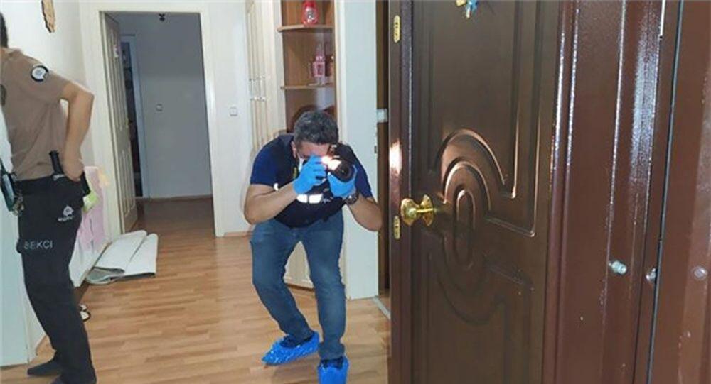 Ev sahibiyle göz göze gelen hırsız ikinci kattan atlayarak kaçtı