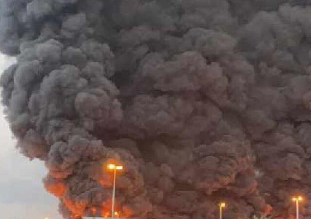 BAE'de sanayi bölgesinde büyük yangın çıktı