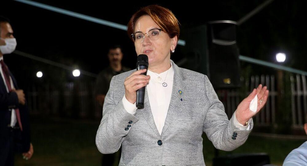 İYİ Parti Genel Başkanı Meral Akşener, çeşitli programlara katılmak üzere Nevşehir'e geldi. Akşener, Uçhisar beldesinde partisinin il teşkilatınca düzenlenen akşam yemeğinde konuşma yaptı.