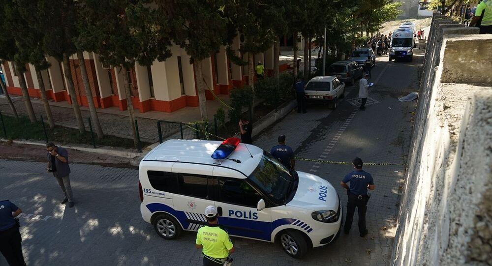 Balıkesir'in Edremit ilçesinde, boşandığı eşi tarafından vurulduğu öne sürülen Yonca Demir hayatını kaybetti.