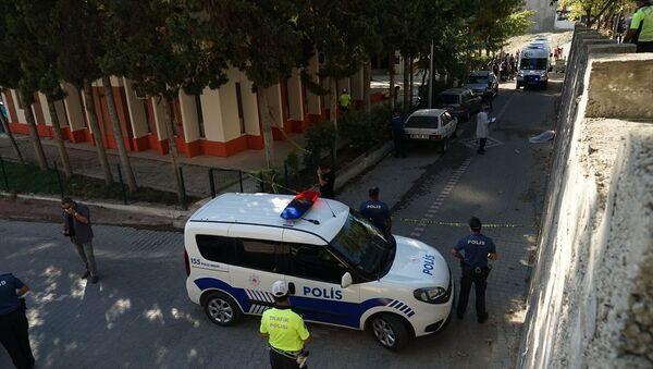 Balıkesir'in Edremit ilçesinde, boşandığı eşi tarafından vurulduğu öne sürülen Yonca Demir hayatını kaybetti. - Sputnik Türkiye