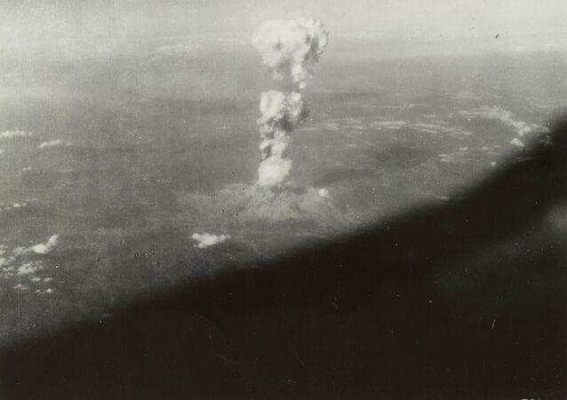Hiroşima'ya atom bombası atılmasının ardından
