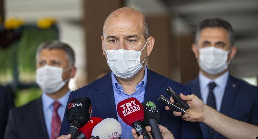 İçişleri Bakanı Süleyman Soylu, Mamak Akdere'deki semt pazarında Sağlık İçin Hepimiz İçin sloganıyla Kovid-19 tedbirlerine yönelik denetimlere katıldı. Bakan Soylu, burada basın mensuplarına açıklamalarda bulundu.