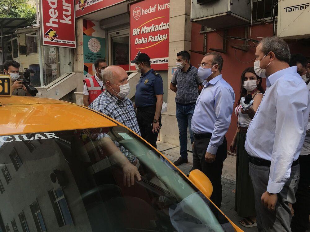 Avcılar Kaymakamı Kemal İnan ve Avcılar Belediye Başkanı Turan Hançerli, ilçedeki denetimlere katıldı.