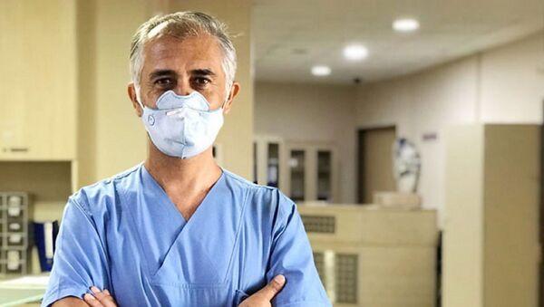 Türkiye'nin ilk Kovid-19 vakalarından biri olan ve haftalarca yoğun bakımda yaşam mücadelesi veren Dr. Selçuk Köse - Sputnik Türkiye