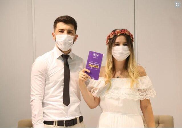 Eskişehir Odunpazarı Belediyesi evlenenlere İstanbul Sözleşmesi kitapçığı vermeye başladı