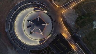 Ramazan Bayramı'nda açılması beklenen Ay-Yıldız caminin salgın nedeniyle açılışı ertelenmişti.