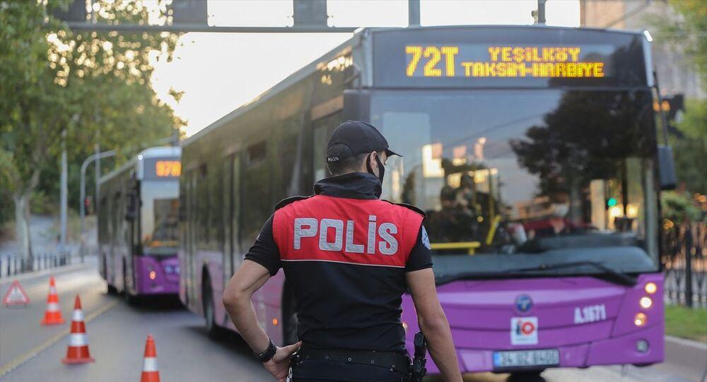 İstanbul'da Yeditepe Huzur asayiş uygulaması kapsamında 39 ilçede güvenlik denetimleri gerçekleştiriliyor. Uygulama kapsamında kara, hava ve deniz ulaşım noktalarında denetimler yapılıyor. Şüpheli araçlar durdurularak aranıyor, şüpheli kişilere yönelik Genel Bilgi Toplama (GBT) kontrolleri gerçekleştiriliyor.