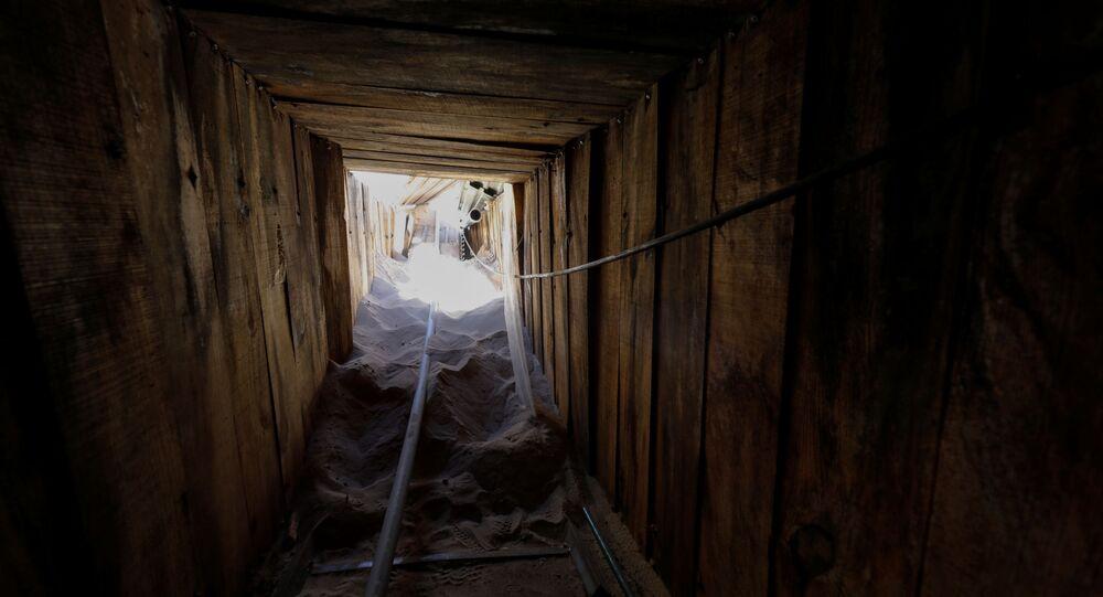 ABD'li göçmenlik yetkilileri, Meksika sınırında iki ülke arasında geçişi sağlayan bir tünel bulduklarını ve bunun 'ABD tarihinin en ileri teknolojili tüneli' olduğunu açıkladı.