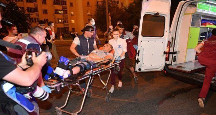 Belarus'un başkenti Minsk'teki protestolarda yaralılar ambulanslarla taşındı.