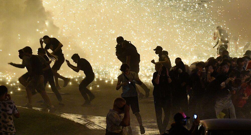 Belarus'un başkenti Minsk'te dün gece yaşanan protesto gösterilerinden bir kare.
