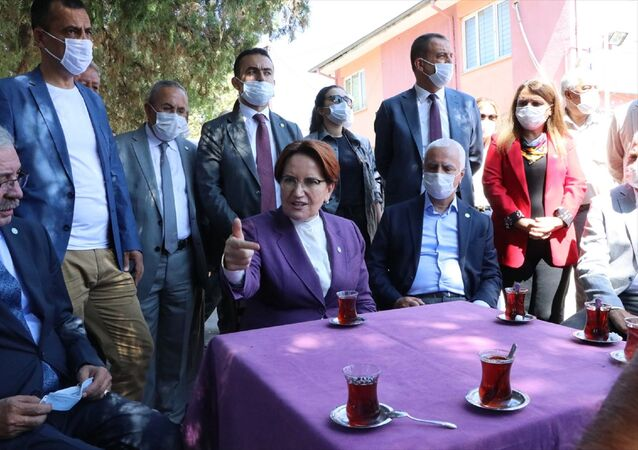 Çeşitli ziyaretler için Kırıkkale'ye gelen İYİ Parti Genel Başkanı Meral Akşener, ilk olarak Yahşihan ilçesinde vatandaşlarla buluştu, esnaf ziyareti gerçekleştirdi.