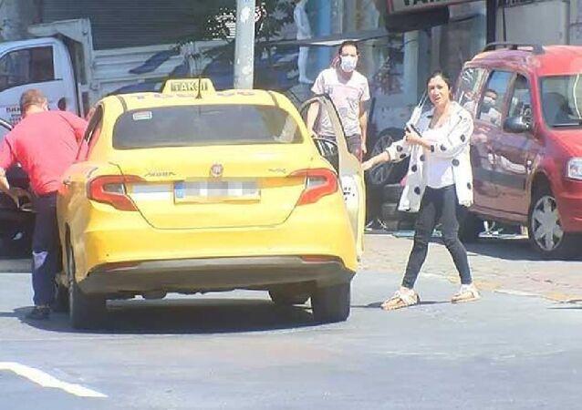 İstanbul'da maskesiz yolcu alan taksici ceza kesilince polise tepki gösterdi