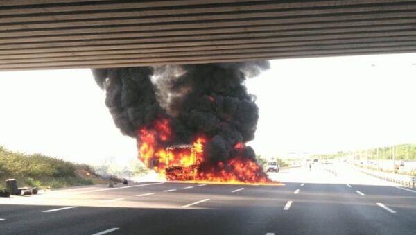Çekmeköy'de yolcu otobüsünde yangın - Sputnik Türkiye