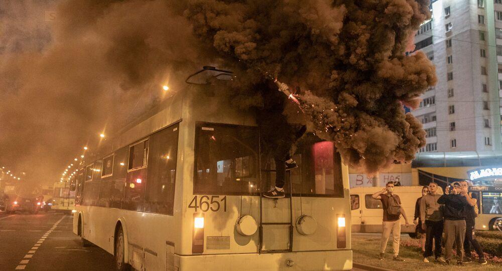 Belarus'un başkenti Minsk'te çevik kuvvet polisi ile protestocular arasında arbede çıktığı belirtildi.
