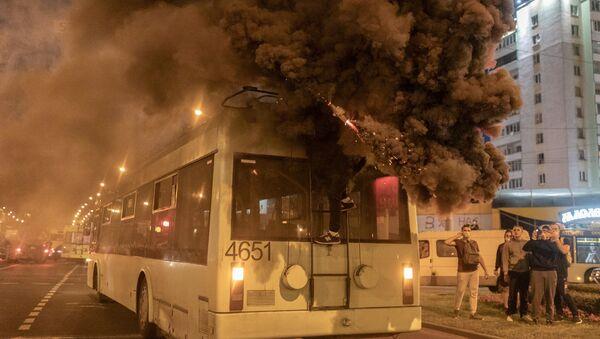 Belarus'un başkenti Minsk'te çevik kuvvet polisi ile protestocular arasında arbede çıktığı belirtildi. - Sputnik Türkiye