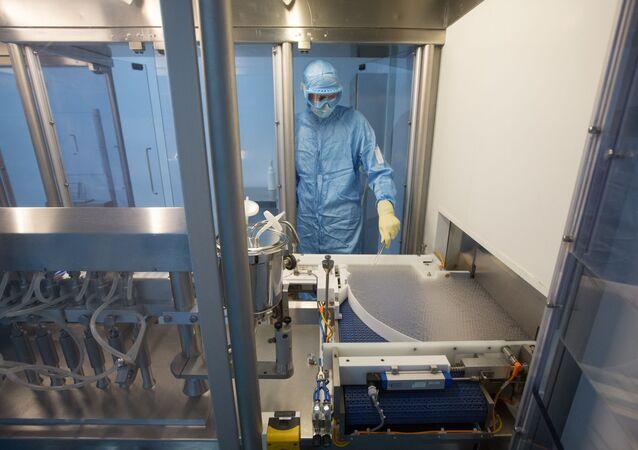 'Sputnik V' adı verilen aşı Gamaley merkezi ve Binnofarm fabrikası olmak üzere iki tesiste üretiliyor.