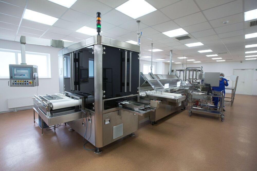 Sputnik V koronavirüs aşısının üretildiği Moskova bölgesindeki Binnofarm ilaç fabrikasından bir kare.