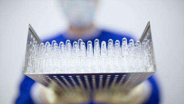 Rusya'da geliştirilen ilk koronavirüs aşısının üretimi - Sputnik Türkiye