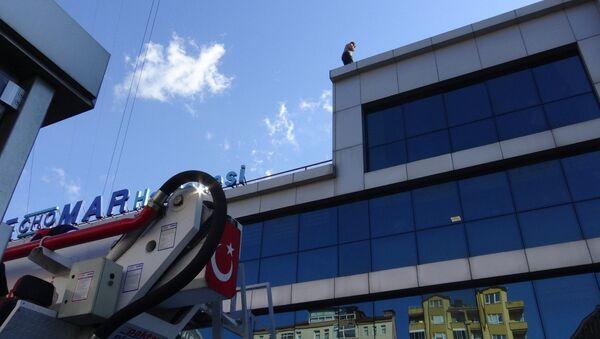 Acil serviste istediği ilaç verilmeyince çatıya çıktı - Sputnik Türkiye