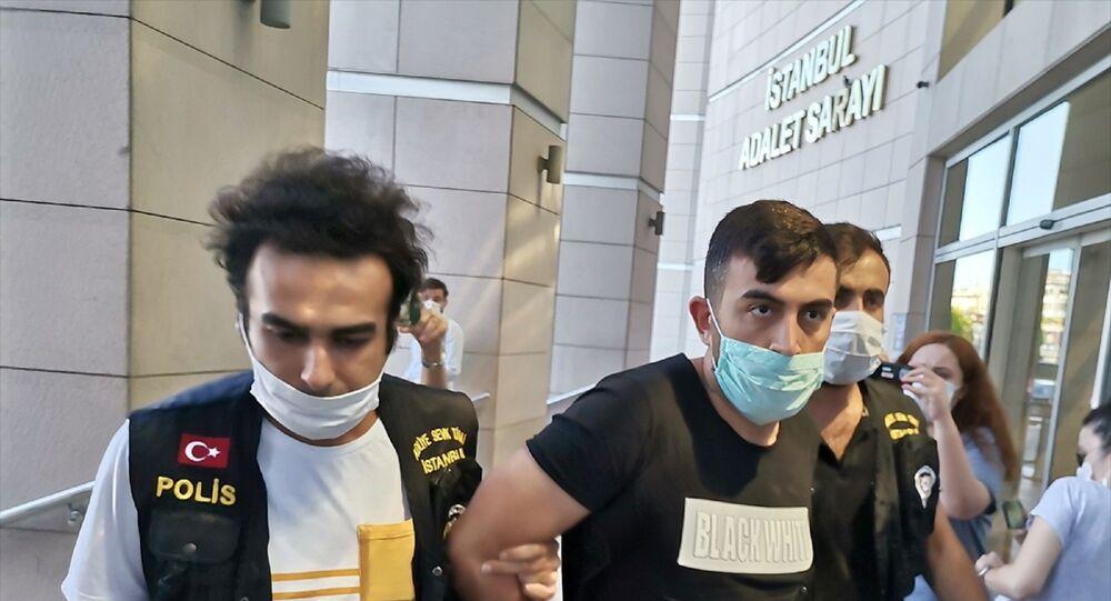 Alibeyköy'de trafikte kadın sürücüye saldırıp hakaret ettiği görüntüleri sosyal medyada tepki çeken ve gözaltına alınan şüpheli Emre E. adliyeye sevk edildi.