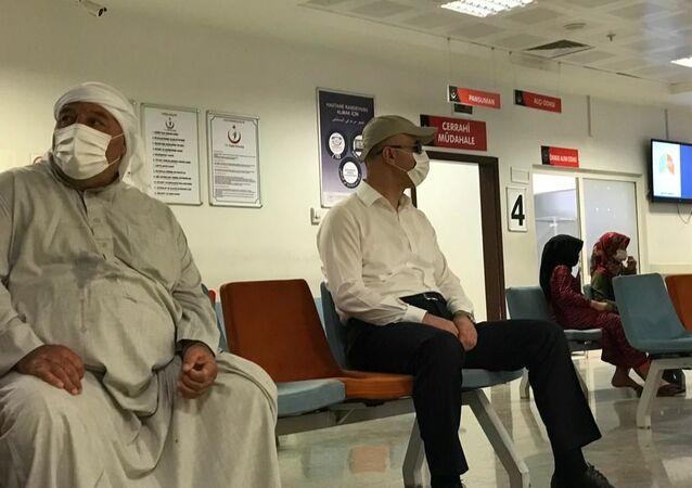 Şanlıurfa Valisi tedbili kıyafetle hastane denetledi
