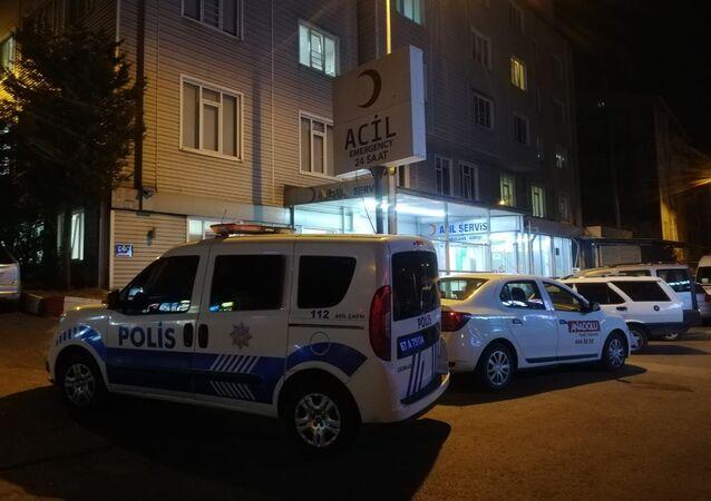 Zonguldak'ın Ereğli ilçesinde yan bakma kavgasında bir kişi belindeki silahla tartıştığı kişiyi yaraladı. hastane acil