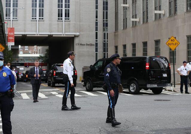 ABD Başkanı Donald Trump'ın kardeşi Robert Trump New York'ta hastaneye kaldırıldı. Başkan Trump, New Jersey'deki programı öncesi New York'a uğrayarak kardeşini ziyaret etti. Güvenlik güçleri hastane çevresinde önlem aldı.