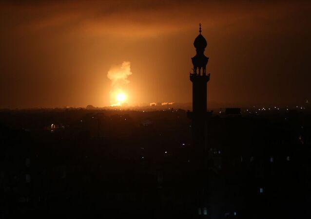 İsrail savaş uçakları, abluka altındaki Gazze'de farklı hedeflere yeniden hava saldırıları düzenledi.