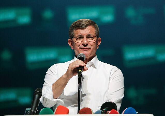 Gelecek Partisi Genel Başkanı Ahmet Davutoğlu, Küçükçekmece'deki Yahya Kemal Beyatlı Gösteri Merkezi'nde düzenlenen partisinin İstanbul 1. Olağan Kongresi'ne katılarak konuşma yaptı.